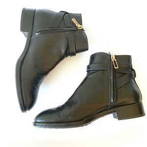 Black leather Tods Boots